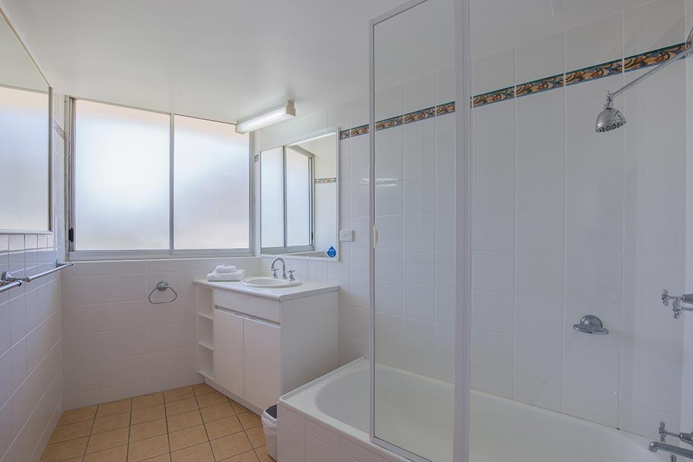 coolangatta-rainbow-bay-2bed-apartments12-8