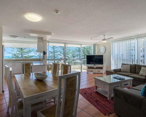 coolangatta-rainbow-bay-2bed-apartments15-2
