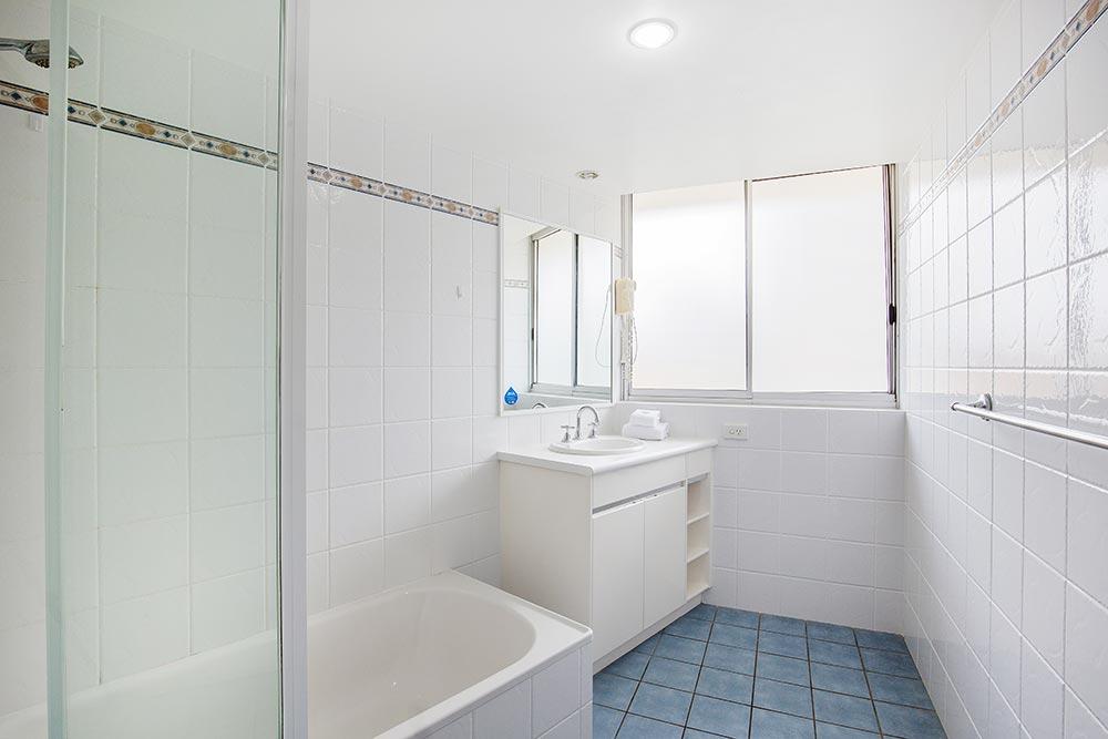 coolangatta-rainbow-bay-2bed-apartments7-8